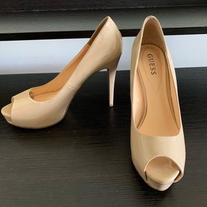 Guess nude peep toe pumps